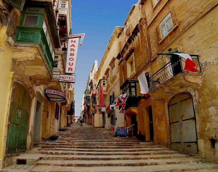 rua-de-la-valeta-capital-malta