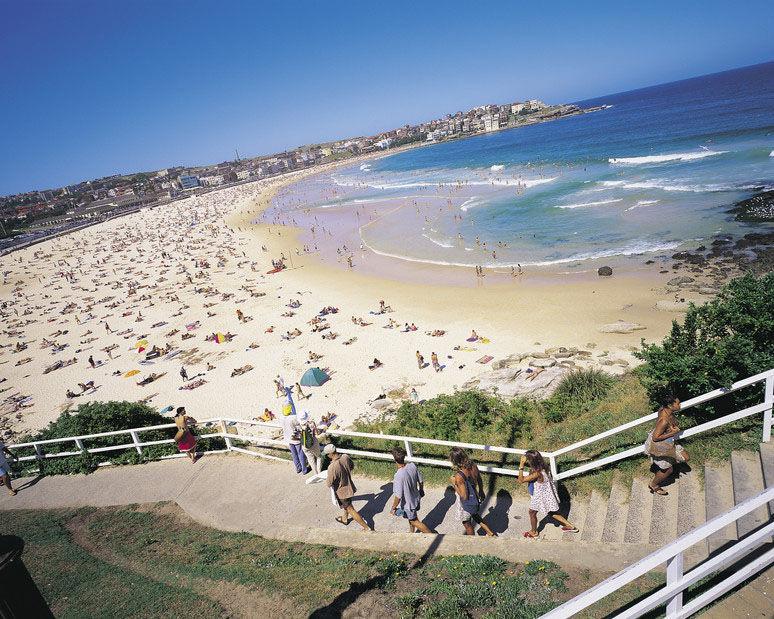 Praia-de-Bondi-Sydney-Australia