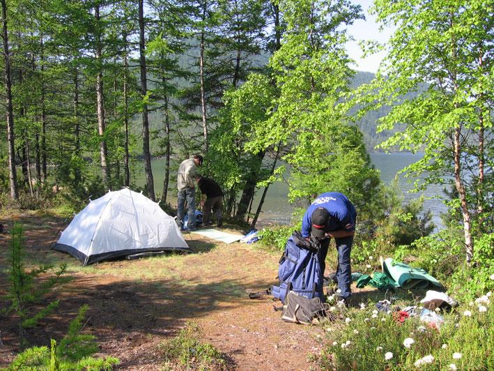 acampando no lago baikal